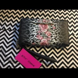 Betsey Johnson 2 n 1 Wristlet/Wallet NWT
